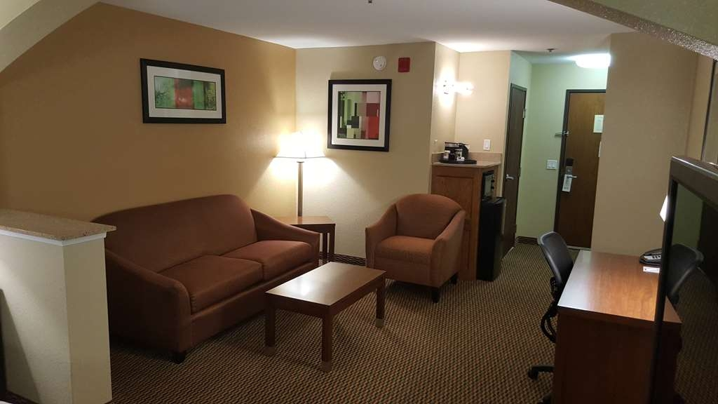 Best Western Plus Airport Inn & Suites - Need to get your work done during your stay with us? We offer free high-speed internet in every guest room.