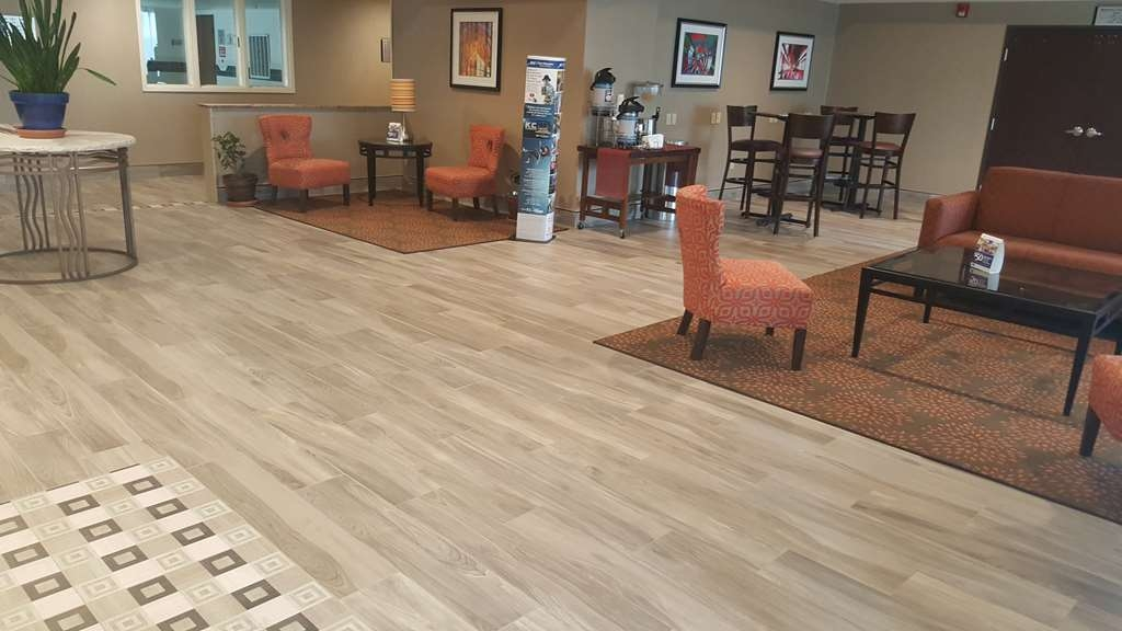 Best Western Plus Airport Inn & Suites - First impressions are the most important, and our chic lobby is no exception to that rule.