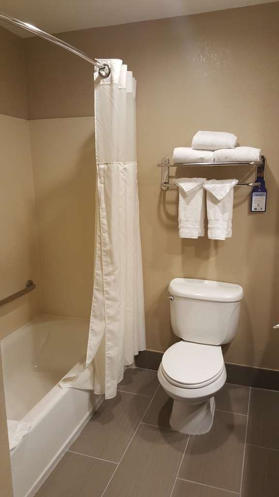 Best Western Plus Airport Inn & Suites - Enjoy getting ready in our guest bathrooms.