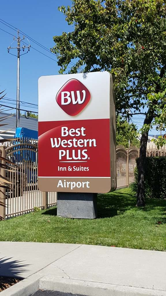 Best Western Plus Airport Inn & Suites - Exterior Signage