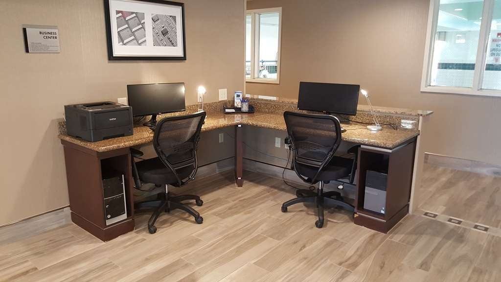 Best Western Plus Airport Inn & Suites - Keep up with work in our business center.