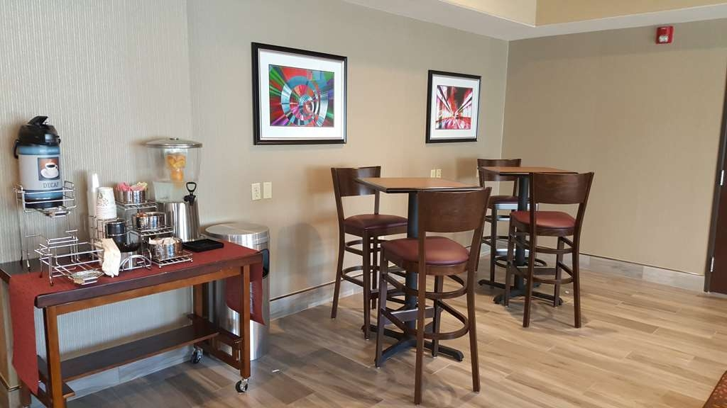 Best Western Plus Airport Inn & Suites - Sit down and enjoy the morning news while sipping a delicious cup of coffee.