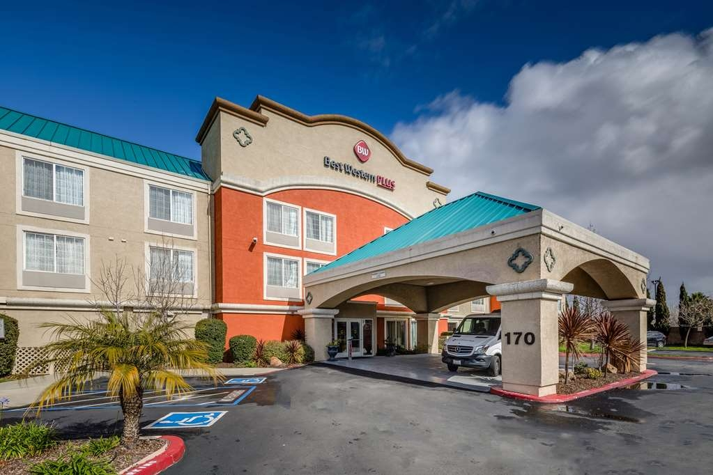 Best Western Plus Airport Inn & Suites - Enjoy your stay at the Best Western Plus Airport Inn & Suites
