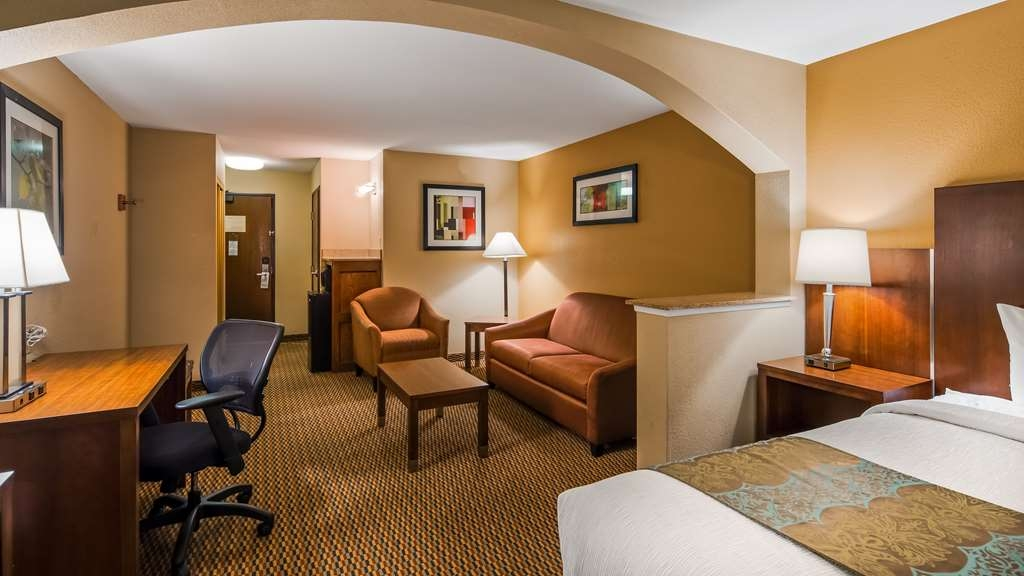Best Western Plus Airport Inn & Suites - Suite