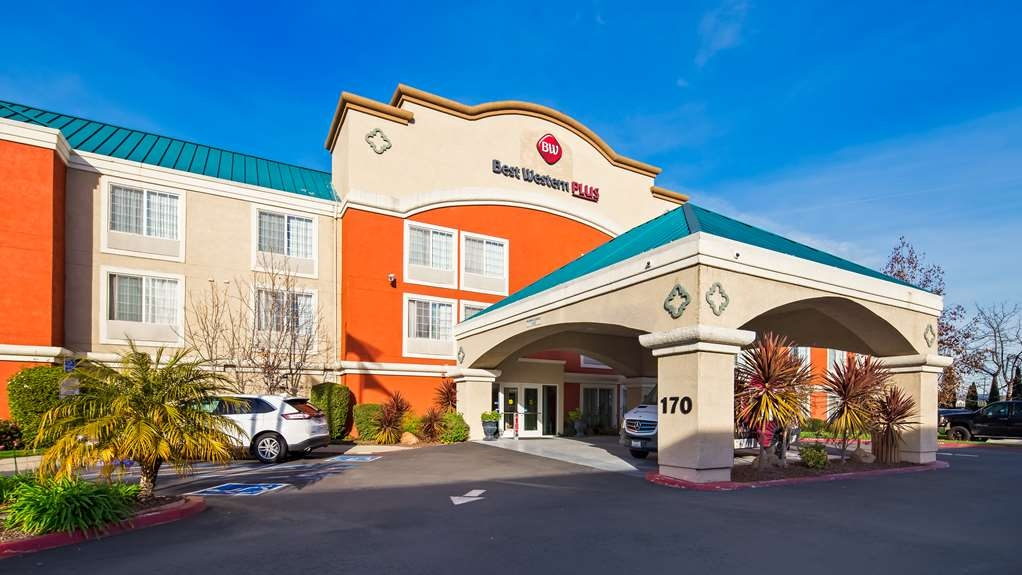 Best Western Plus Airport Inn & Suites - Hotel Exterior