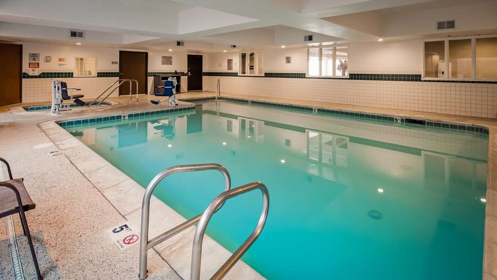 Best Western Plus Airport Inn & Suites - Indoor Pool