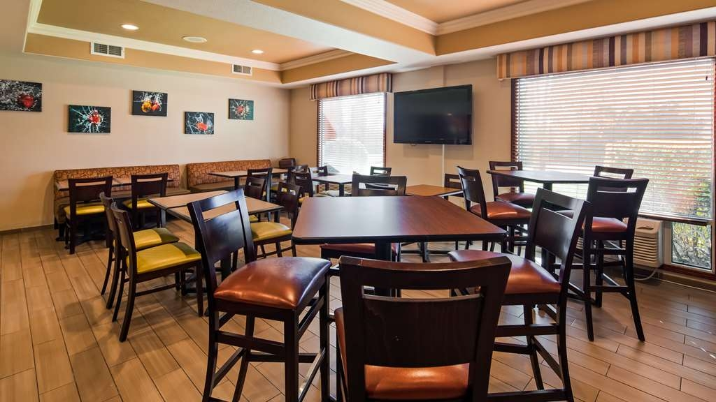Best Western Plus Airport Inn & Suites - Breakfast Area