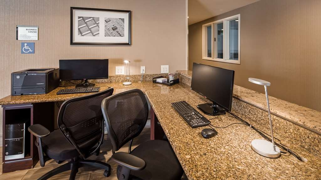 Best Western Plus Airport Inn & Suites - Business Center