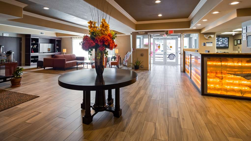 Best Western Plus Airport Inn & Suites - Lobby