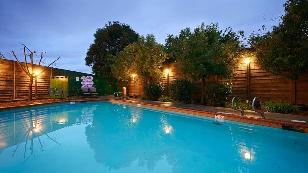 Best Western Lanai Garden Inn & Suites - Poolansicht