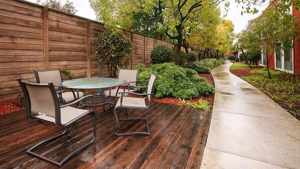 Best Western Lanai Garden Inn & Suites - Außenansicht