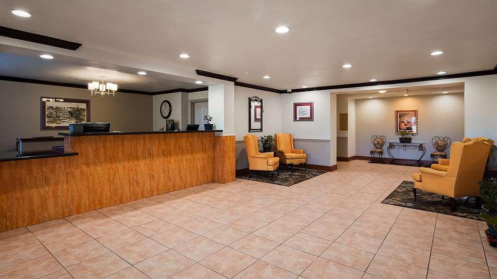 Best Western Plus John Jay Inn & Suites - Front Desk