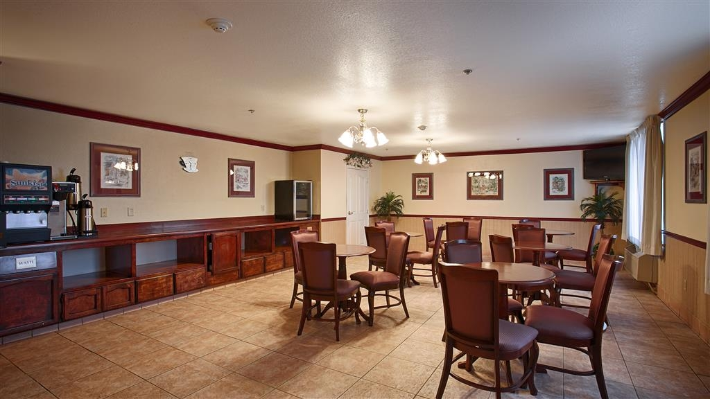 Best Western Plus John Jay Inn & Suites - Le petit déjeuner buffet