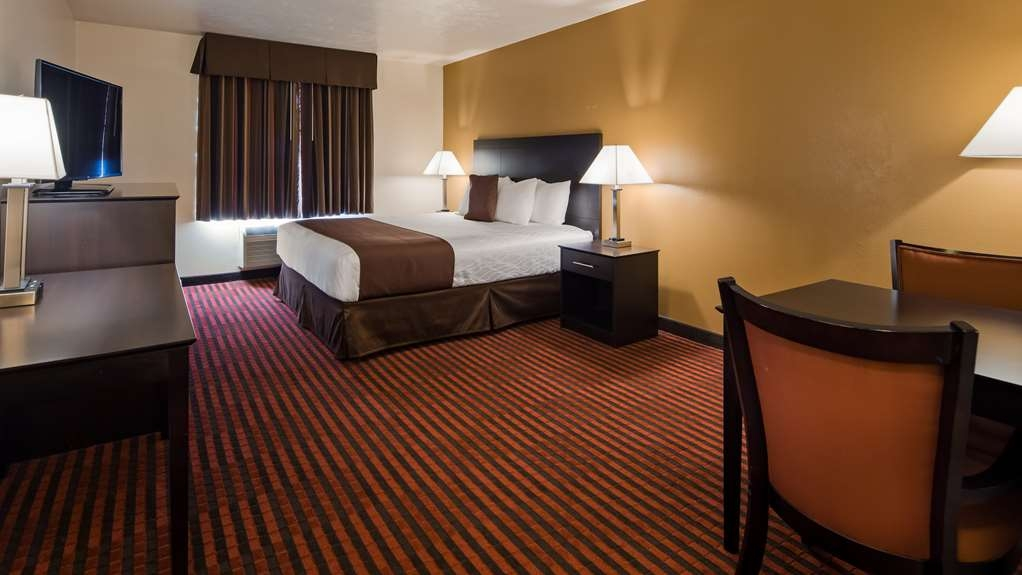 Best Western Plus Salinas Valley Inn & Suites - Guest Room