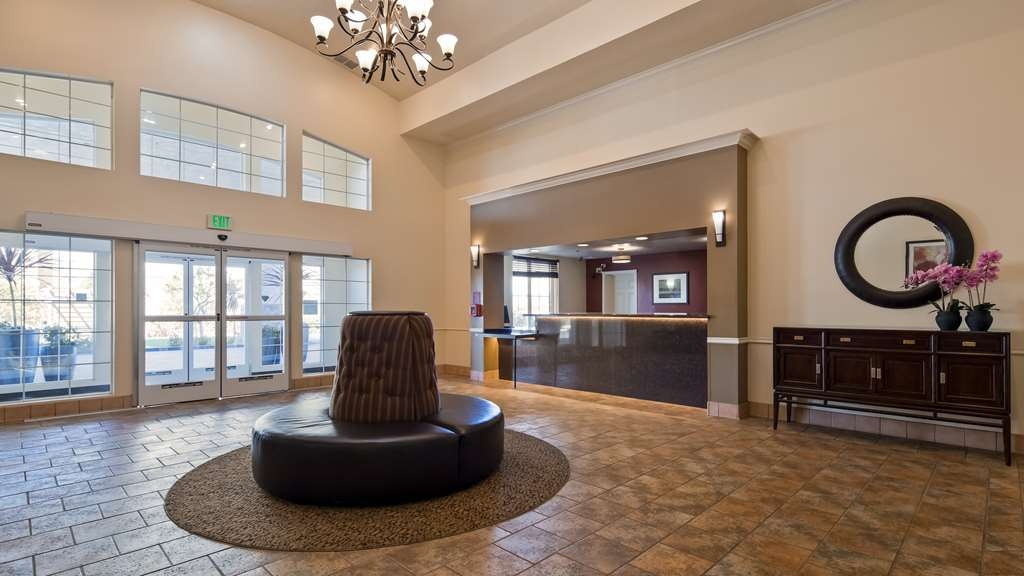 Best Western Plus Salinas Valley Inn & Suites - Lobby