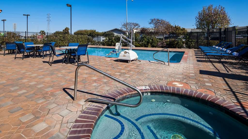 Best Western Plus Salinas Valley Inn & Suites - Take advantage of our Swimming Pool and Hot Tub