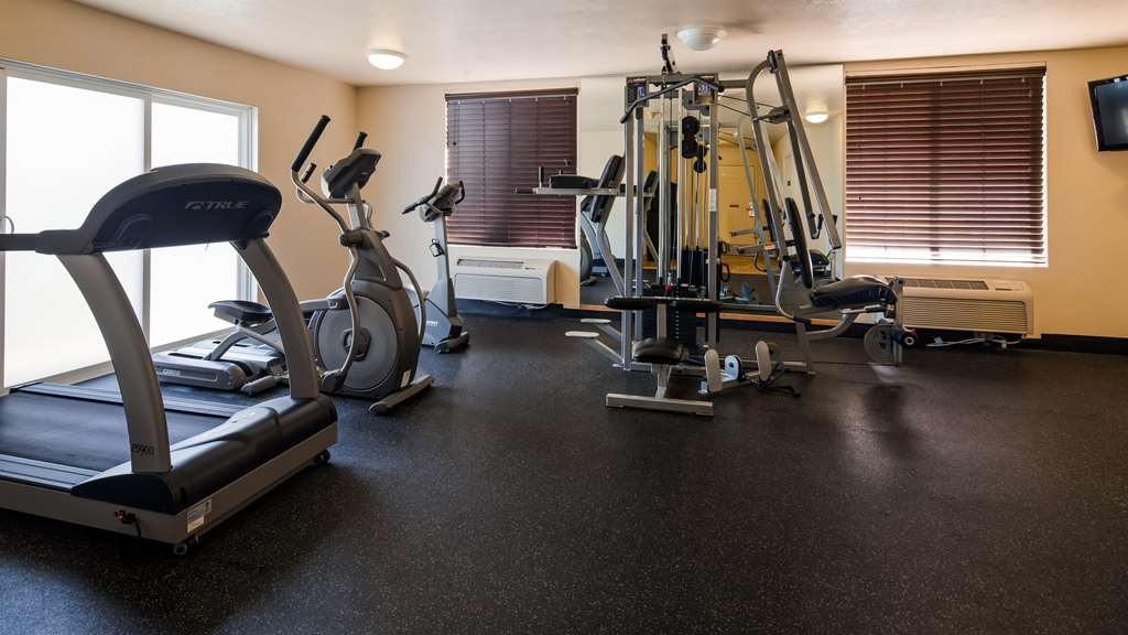 Best Western Plus Salinas Valley Inn & Suites - Keep up with your workout in our Fitness Center