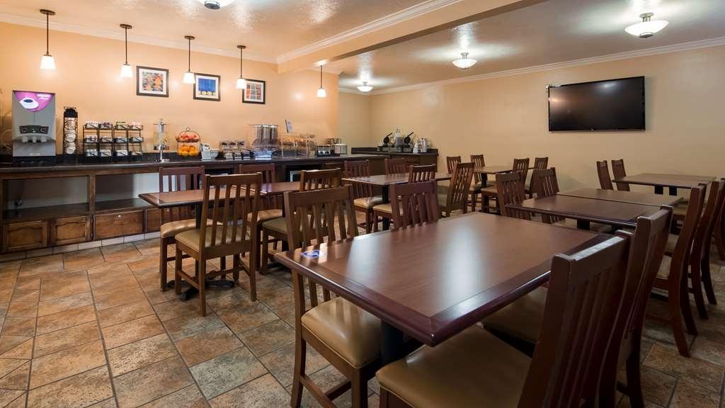 Best Western Plus Salinas Valley Inn & Suites - Frühstücksbereich