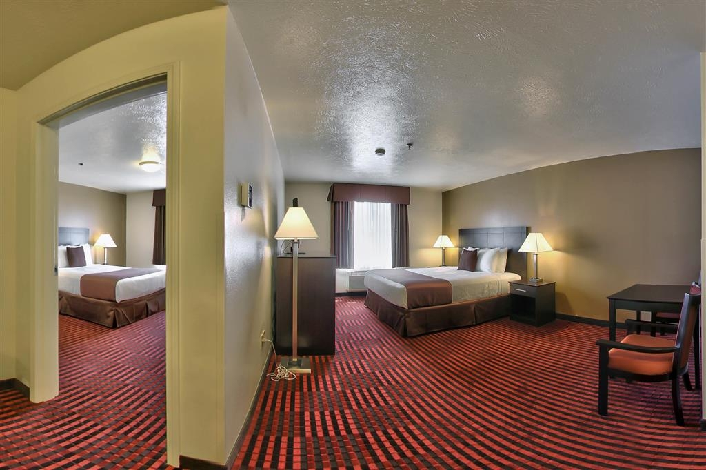 Best Western Plus Salinas Valley Inn & Suites - If you're looking for a little extra space to stretch out and relax, book one of our Two Room Suite