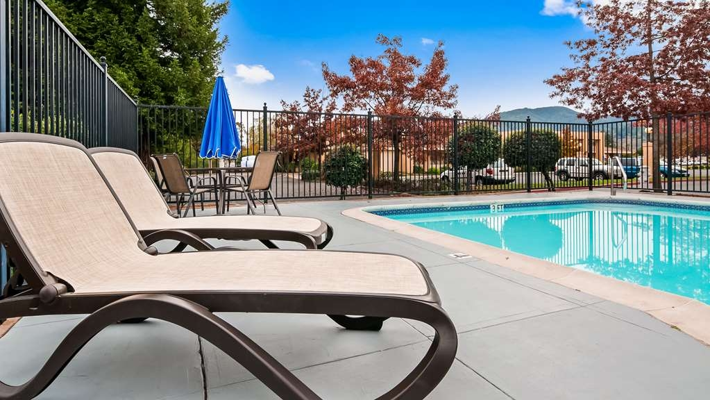 Best Western Orchard Inn - Pool view