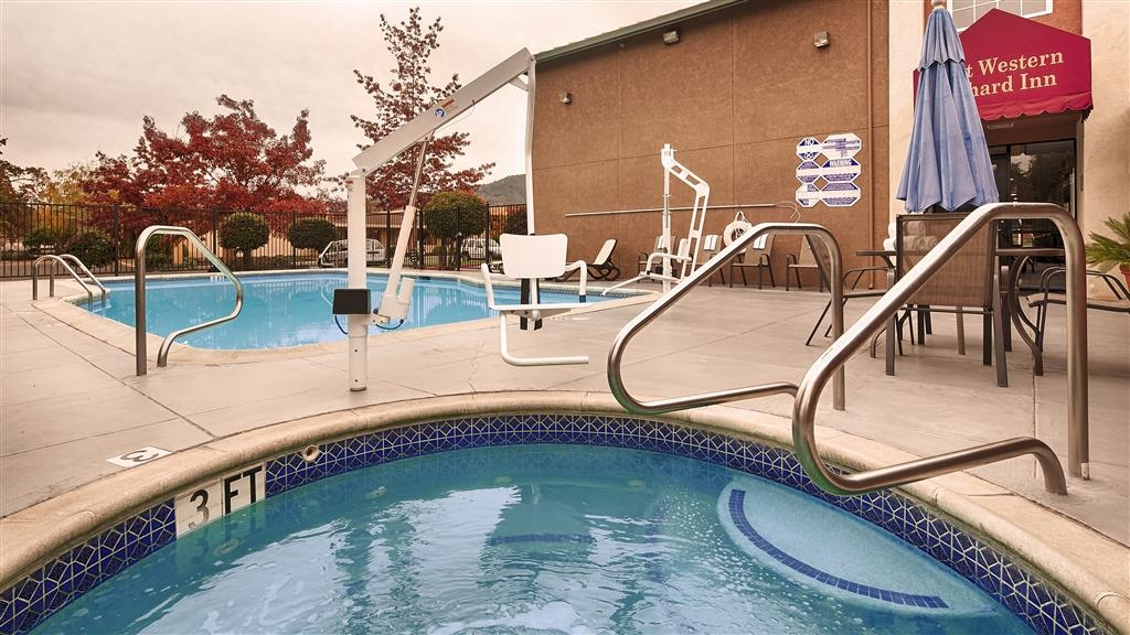 Best Western Orchard Inn - Relax by taking some time in our Hot Tub