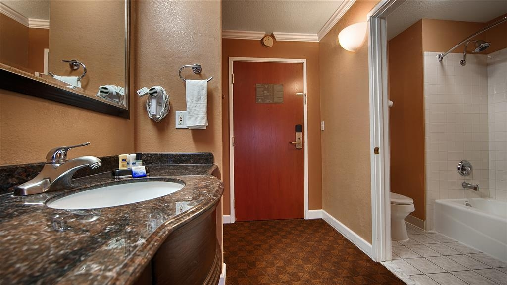 Best Western Orchard Inn - Enjoy getting ready in our Guest Bathrooms