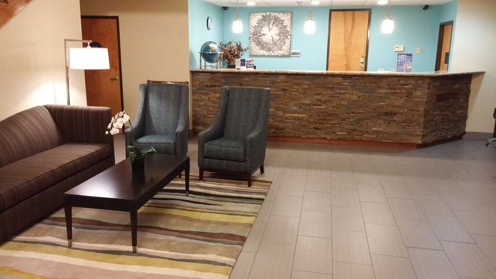 Best Western Liberty Inn - Stop by our spacious lobby and meet our friendly staff!