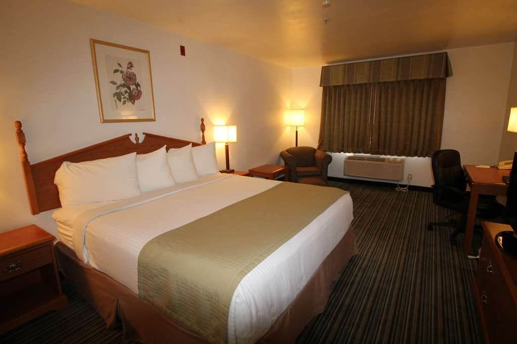 Best Western Liberty Inn - Single king bed, spacious room, sleeps two people with breakfast included.
