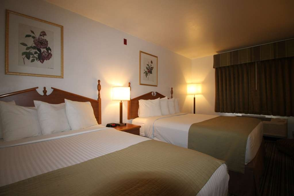 Best Western Liberty Inn - Two queen bed guest room, sleeps four guests, very spacious, includes breakfast.
