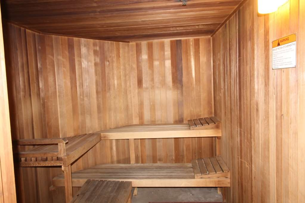 Best Western Liberty Inn - Wind down from a long drive or a long day in this lovely dry sauna adjacent from the indoor pool.