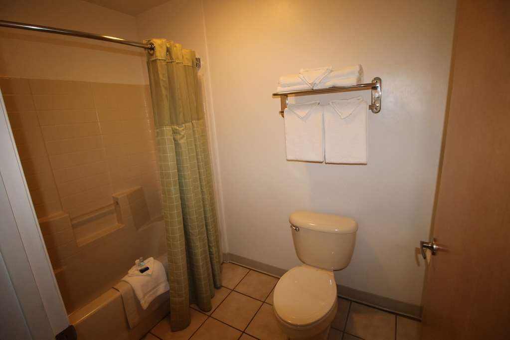 Best Western Liberty Inn - Our guest room bathrooms are large and separate from the vanity, which makes shower time convenient.