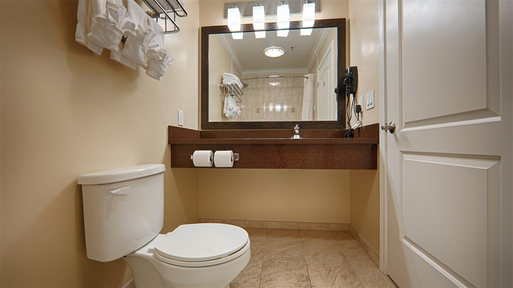 Best Western Plus Airport Plaza - Pamper yourself in our fully equipped guest bathrooms.