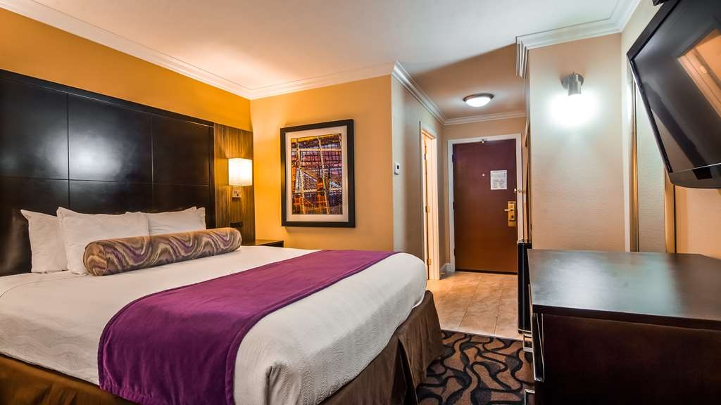 Best Western Plus Airport Plaza - Guest room