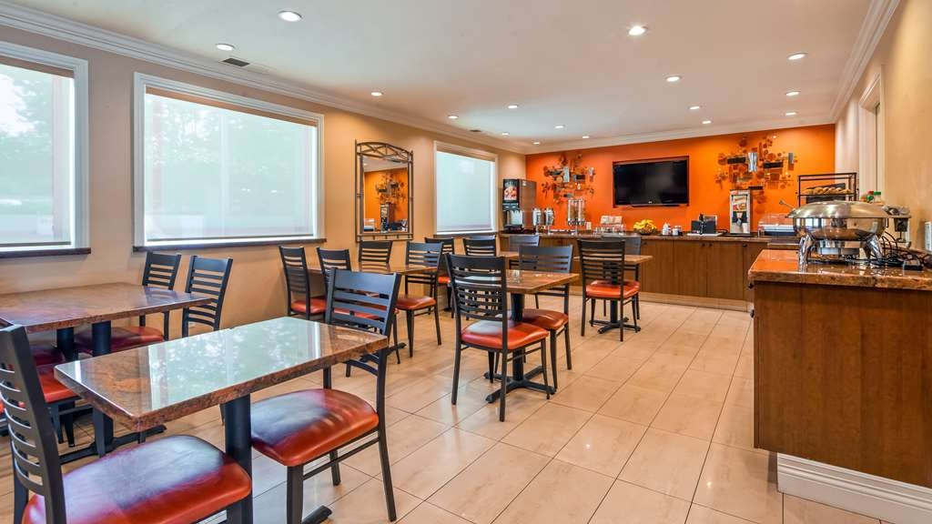 Best Western Plus Airport Plaza - Restaurant