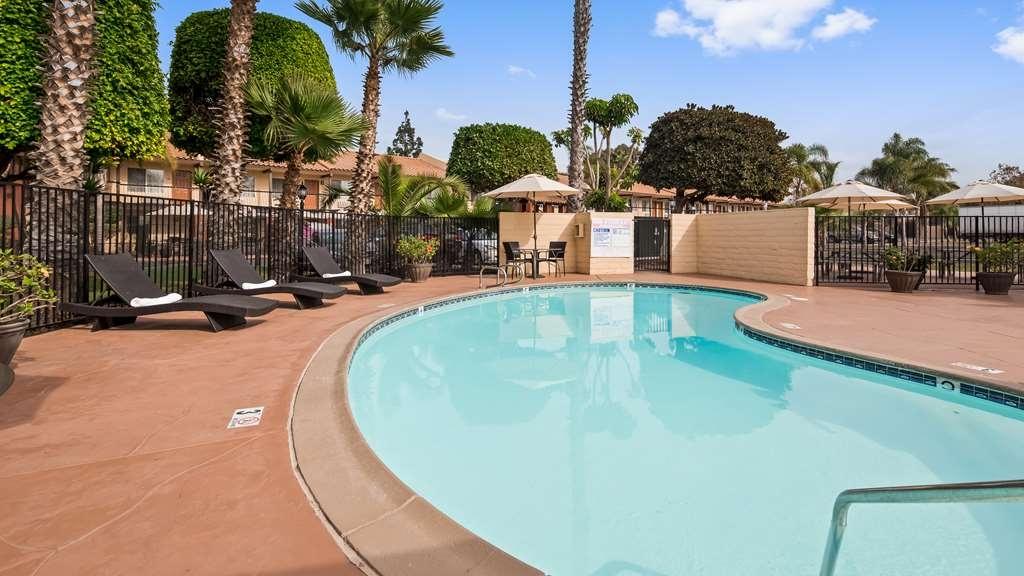 Best Western Americana Inn - Vue de la piscine