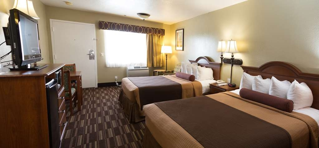 Best Western Desert Winds - Stay a night with the whole family in our double queen guest bedroom.