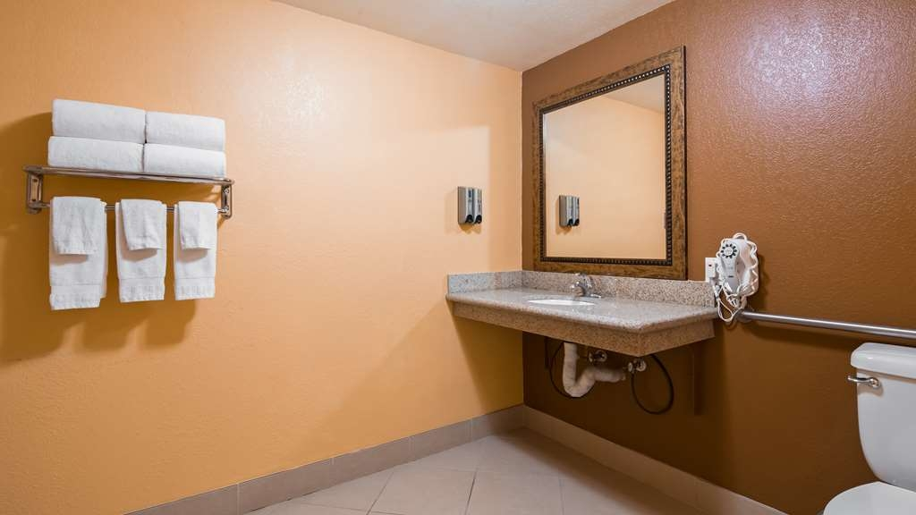 Best Western Desert Winds - Guest Bathroom