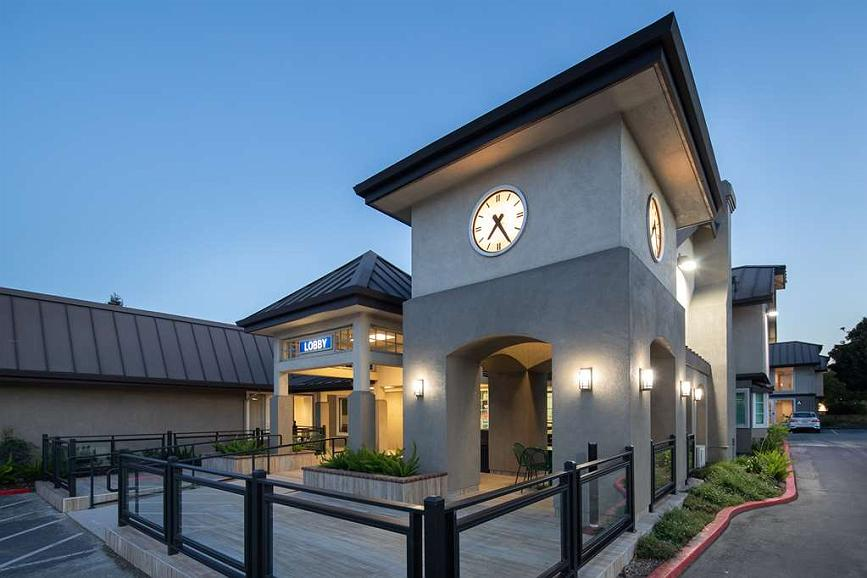 Best Western Silicon Valley Inn - Entrance Patio