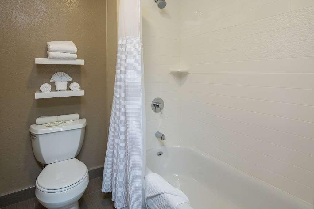 Best Western Silicon Valley Inn - Guest Bathroom Bathtub