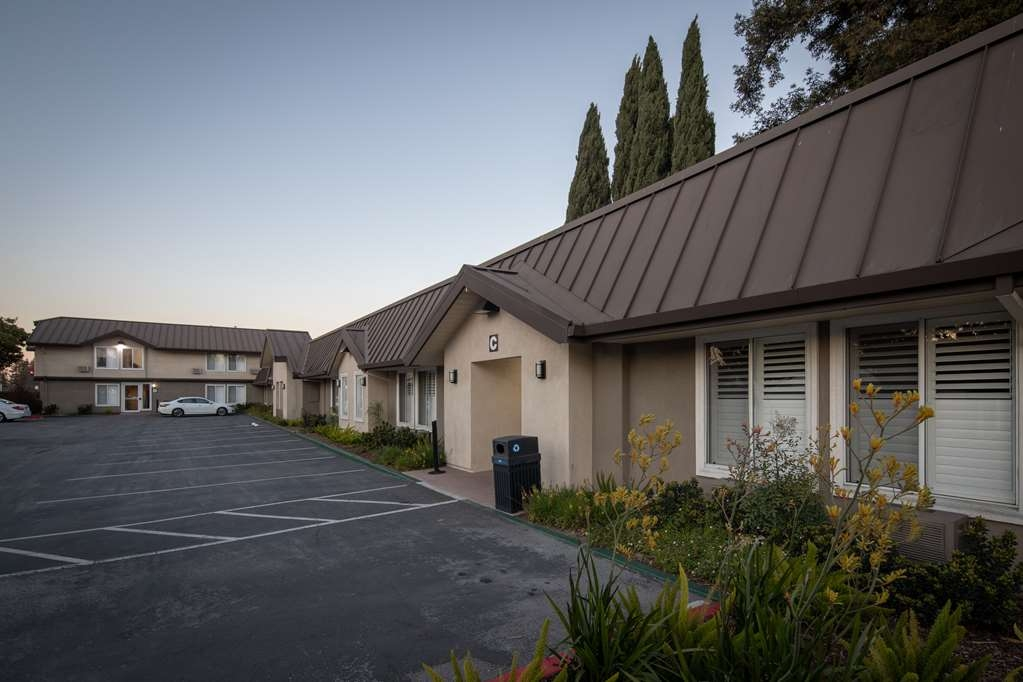 Best Western Silicon Valley Inn - Daytime Front Entrance