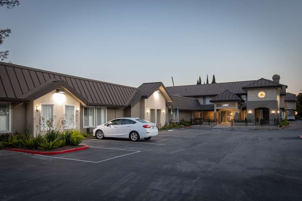 Best Western Silicon Valley Inn - Nightime Front Entrance