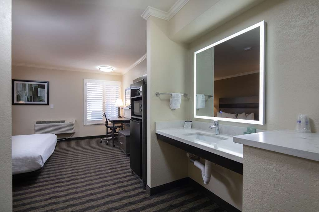 Best Western Silicon Valley Inn - One King ADA Room