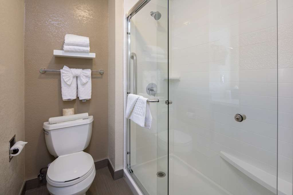 Best Western Silicon Valley Inn - One King Business Shower