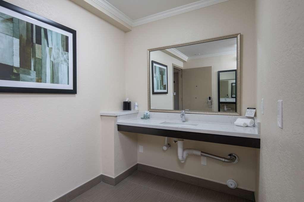 Best Western Silicon Valley Inn - Two Queen ADA Vanity