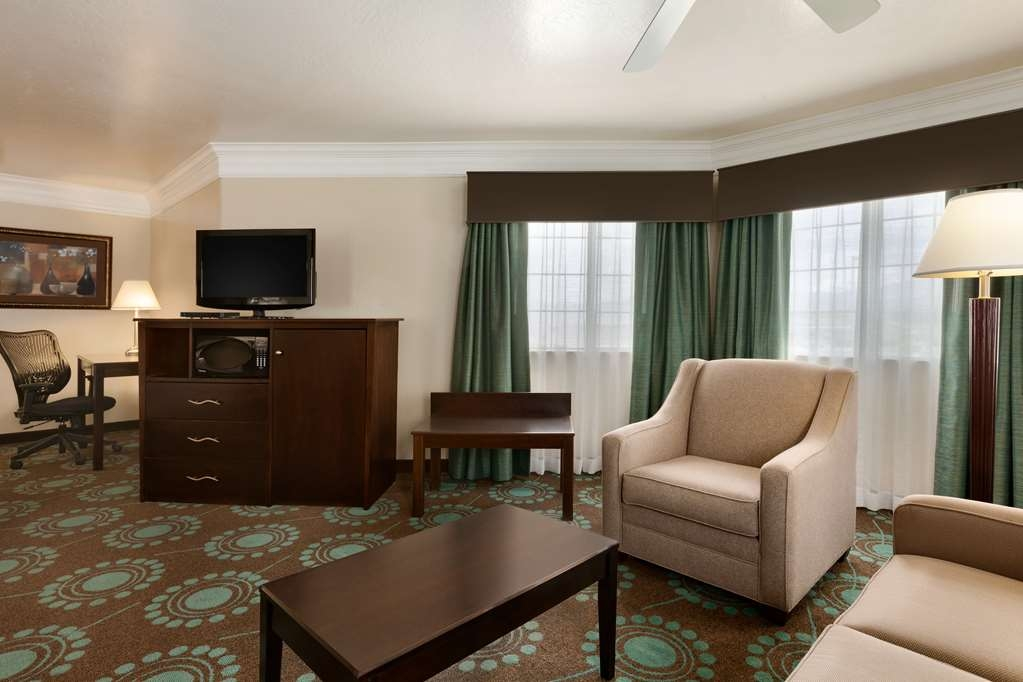 Best Western Liberty Inn - Larger Suite