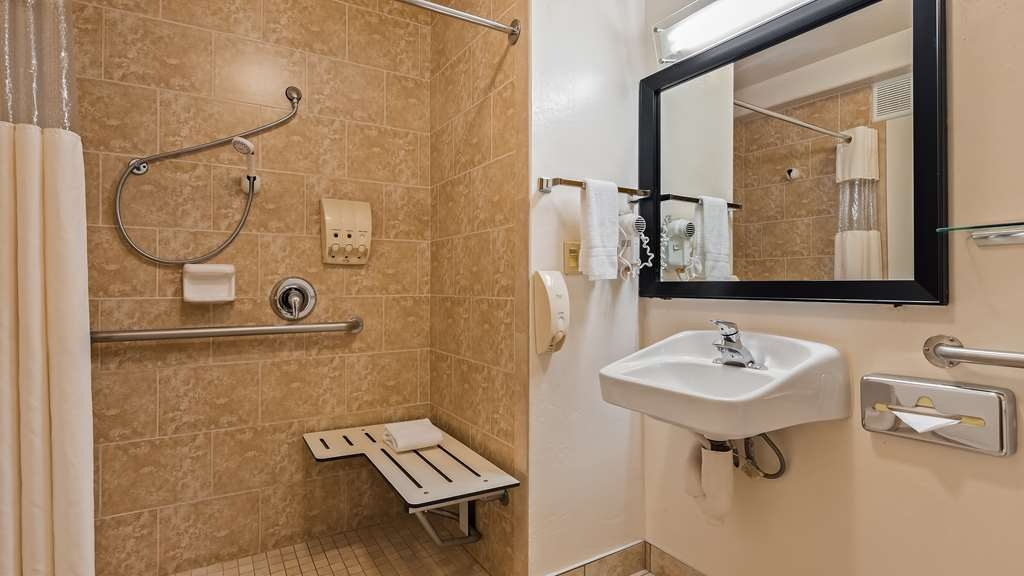 Best Western Liberty Inn - Guest Bathroom Mobility Accessible