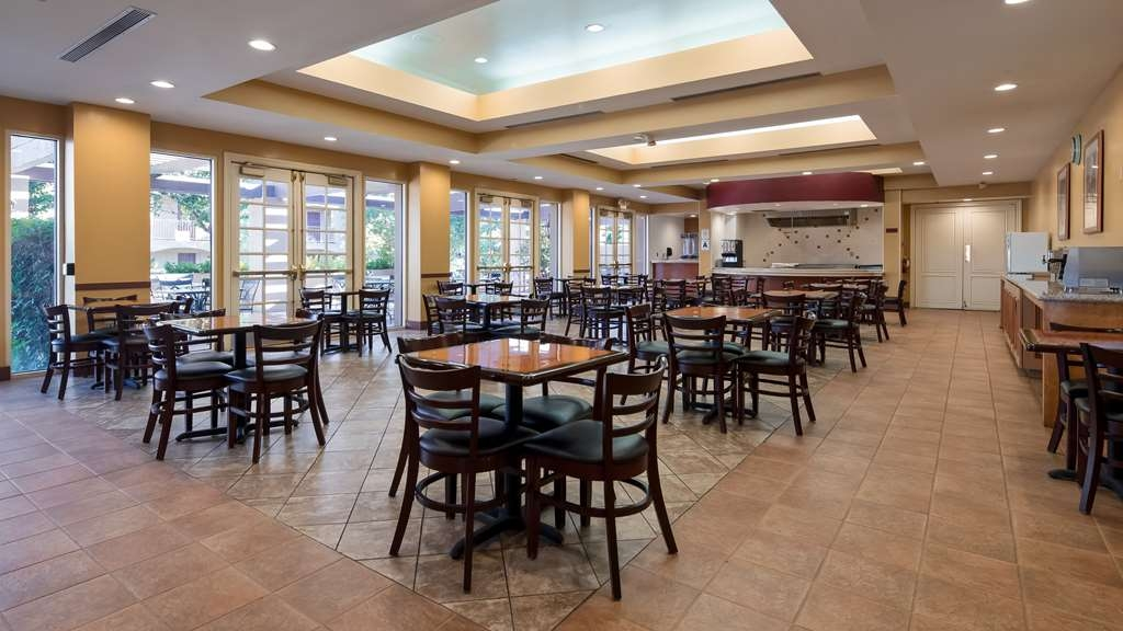 Best Western Plus Palm Desert Resort - Let our Chef prepare you a wonderful cooked to order breakfast every morning!