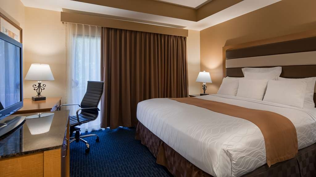 Best Western Plus Palm Desert Resort - This suite guest room has a 32-inch LCD TV, wireless internet, safe, microwave, refrigerator, coffee maker, iron/ironing board.