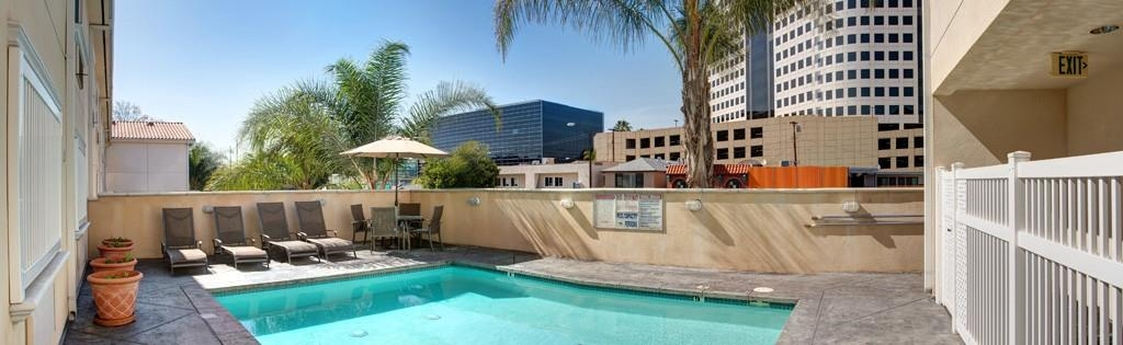Best Western Plus Media Center Inn & Suites - Schwimmbad