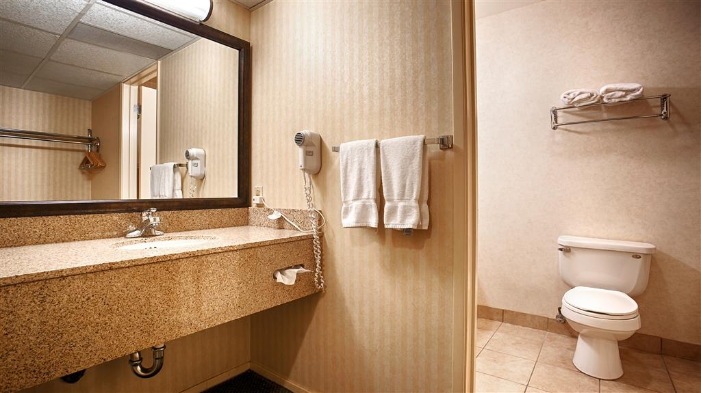 Best Western Stagecoach Inn - All guest bathrooms have a large vanity with plenty of room to unpack the necessities.